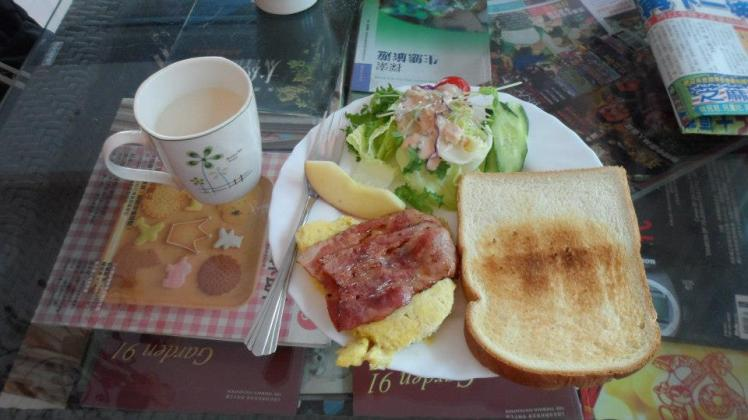 next morning's breakfast at Sky-Moon B&B 觀月民宿